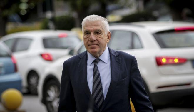 Ο πρώην υπουργός Εθνικής Άμυνας, Γιάννος Παπαντωνίου, στα δικαστήρια της Ευελπίδων όπου επρόκειτο να απολογηθεί ενώπιον των ανακριτών διαφθοράς, μαζί με την σύζυγο του, Σταυρούλα Κουράκου, την Πέμπτη 27 Σεπτεμβρίου 2018.  (EUROKINISSI/ΓΙΑΝΝΗΣ ΠΑΝΑΓΟΠΟΥΛΟΣ)
