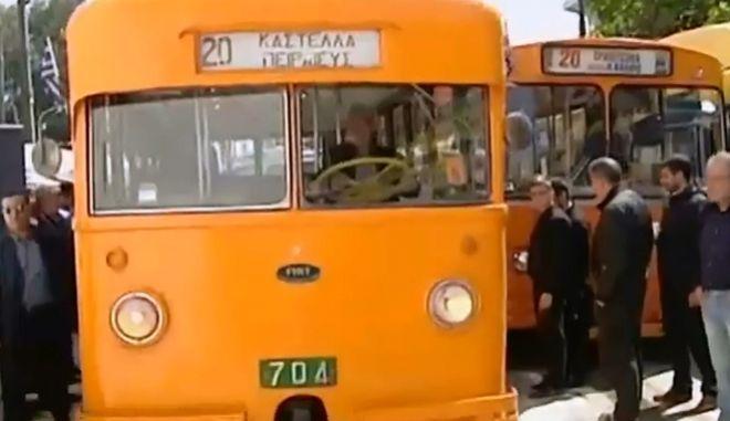 Ιστορικά λεωφορεία και τρόλεϊ στους δρόμους του Πειραιά