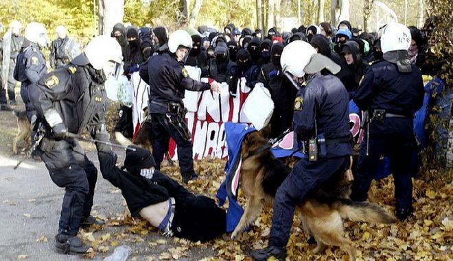 Σουηδία: Αστυνομικοί τραυματίστηκαν στα επεισόδια που ξέσπασαν στο Μάλμο