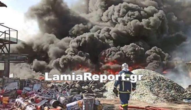 Φωτιά σε μονάδα ανακύκλωσης στην Αυλίδα