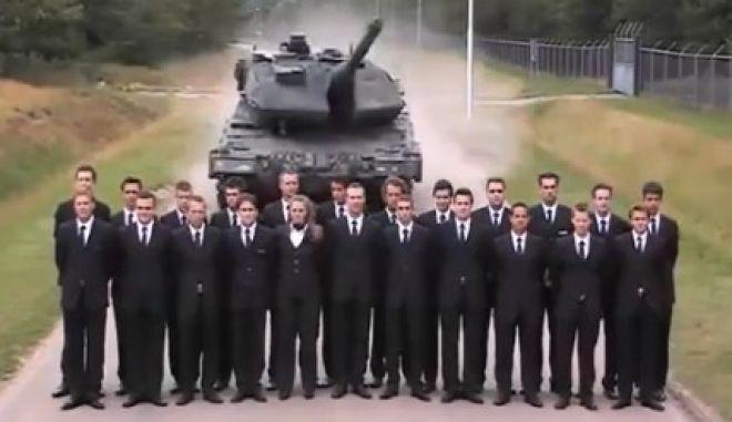 Βίντεο: Τεστάροντας τα φρένα ενός Leopard με 23 άτομα στη μέση του δρόμου
