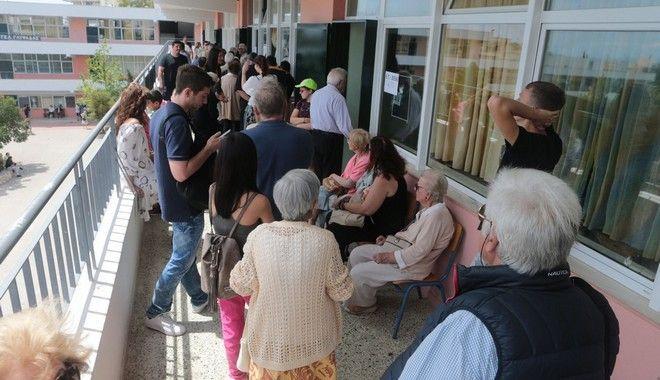 Μέχρι τη λήξη της διαδικασίας ψήφιζαν οι Έλληνες πολίτες