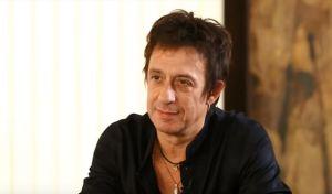 """Ο συνθέτης της καθηλωτικής μουσικής της ταινίας """"Απέραντο Γαλάζιο"""" επέστρεψε στην Αμοργό"""