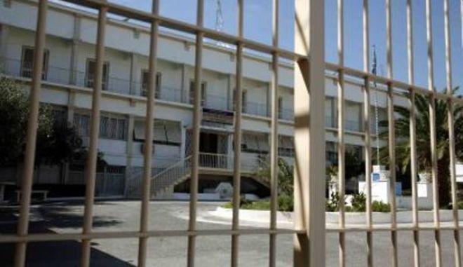 Oι προϋποθέσεις του νόμου και η άδεια στον Κουφοντίνα