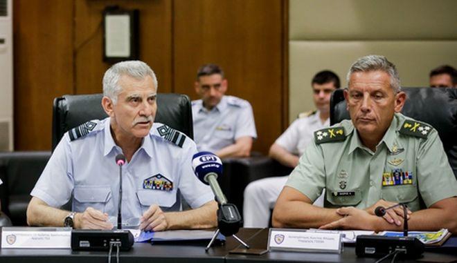 Ο Αρχηγός ΓΕΑ αντιπτέραρχος Χ.Χριστοδούλου και ο εκτελών χρέη Α/ΓΕΕΘΑ αντιστράτηγος Κ.Φλώρος