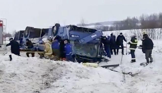 Νεκροί και τραυματίες από την ανατροπή λεωφορείου γεμάτο παιδιά κοντά στην Καλούγκα της Ρωσίας