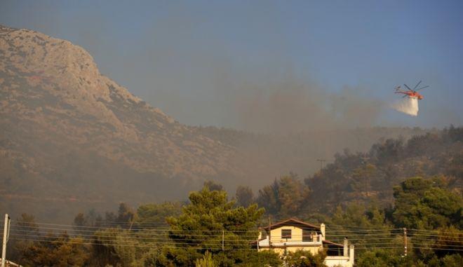 Στιγμιότυπο από την φωτιά στον Υμηττό