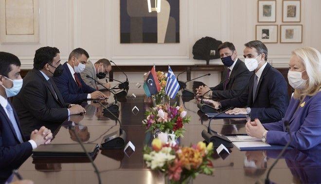 Άμεση επανεκκίνηση συνομιλιών με Λιβύη για ΑΟΖ - Σφήνα στο μνημόνιο με Τουρκία