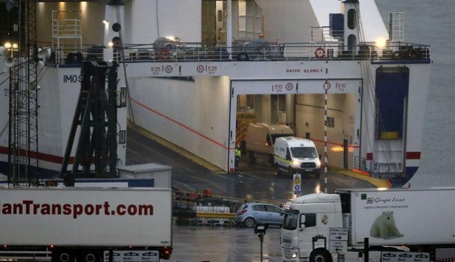 16 μετανάστες εντοπίστηκαν σε εμπορευματοκιβώτιο στην Ιρλανδία