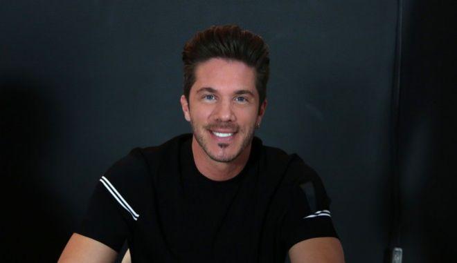 Ο τραγουδιστής Νίκος Οικονομόπουλος