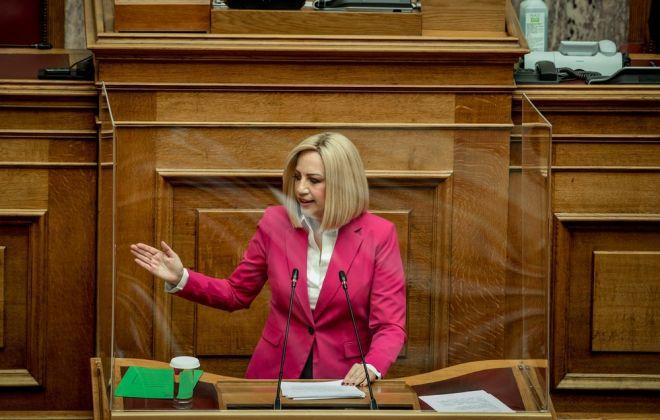 Η Φώφη Γεννηματά στη διάρκεια της ομιλίας της στη Βουλή