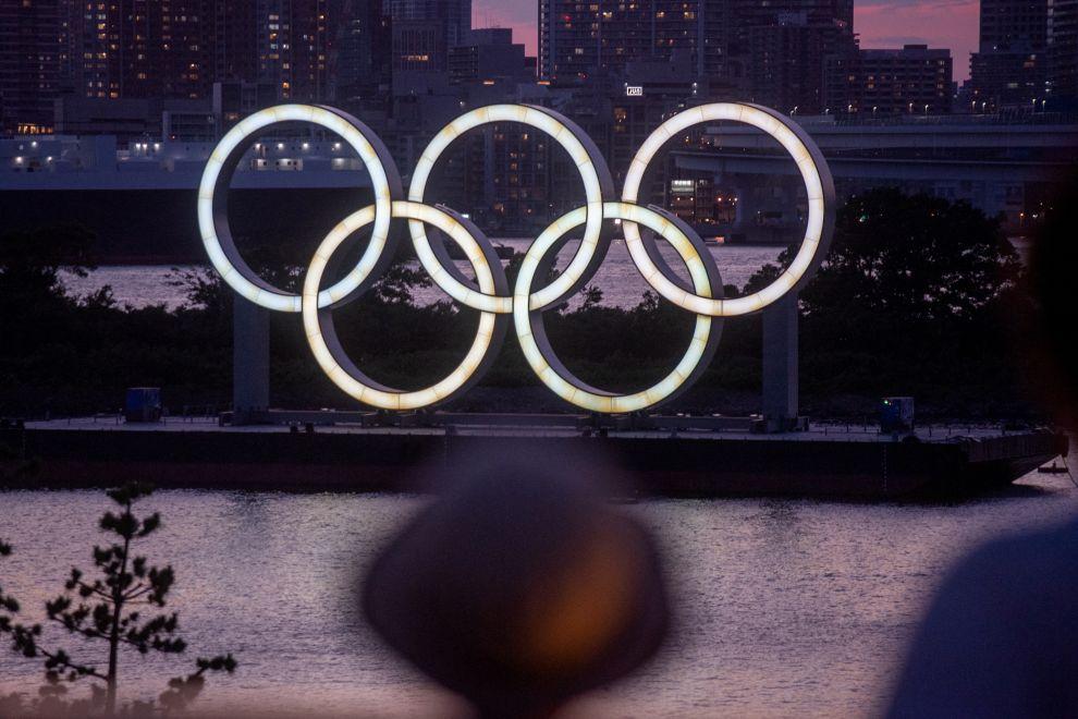 Το πλωτό μνημείο των πέντε ολυμπιακών κύκλων στο Τόκιο.