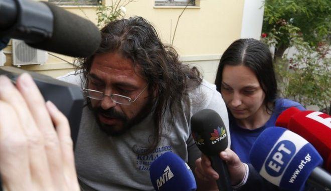 Στον εισαγγελέα για έκθεση ανηλίκου οι γονείς της μικρής Μαρίας από τον Σκαραμαγκά, για έκθεση ανηλίκου σε κίνδυνο,  όπου είχε εξαφανιιστεί το μεσημέρι της Κυριακής και βρέθηκε χθες Δευτέρα, Τρίτη 3 Μαΐου 2016. (EUROKINISSI/ΣΤΕΛΙΟΣ ΜΙΣΙΝΑΣ)