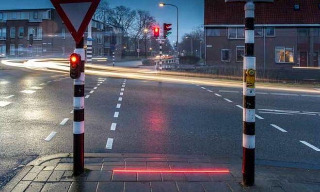 Zombie nation Η πόλη που έβαλε φώτα σήμανσης για εθισμένους με το κινητό