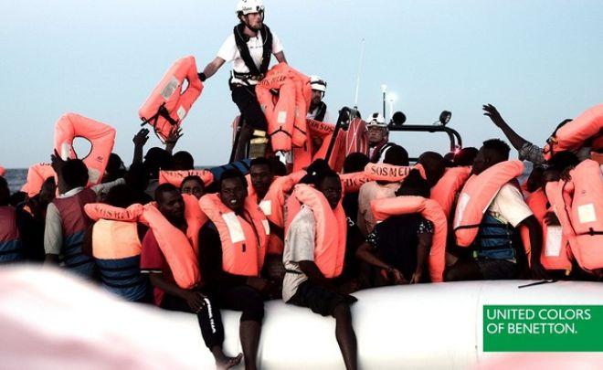 Σάλος με τη νέα καμπάνια της Benetton με τους μετανάστες