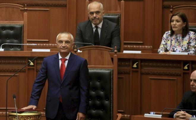 Εμπλοκή με Αλβανία: Δεν εξουσιοδοτεί τον πρωθυπουργό ο Πρόεδρος