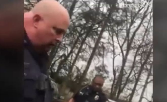 Αστυνομικοί μπερδεύουν την εξάτμιση αυτοκινήτου με... Καλάσνικοφ