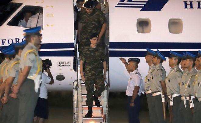 Η στιγμή της σύλληψης των δύο στρατιωτικών