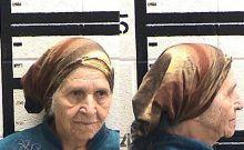 H αστυνομία ακινητοποίησε 87χρονη που μάζευε χόρτα με όπλο taser