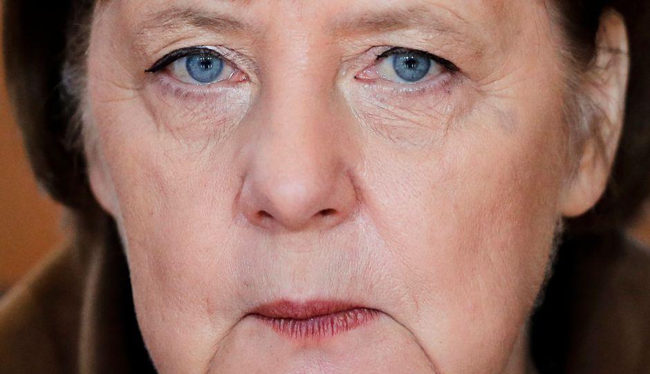 Η Μέρκελ φεύγει την ώρα που η ακροδεξιά δείχνει το φρικτό της πρόσωπο