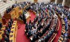 """Ορκίστηκαν οι """"300"""": Οι νέοι βουλευτές, ο αρχαιότερος και οι γυναίκες"""