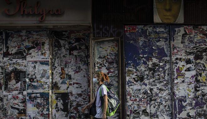 Κορονοϊός: Ένα βήμα πριν το lockdown