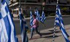 Κορονοϊός LIVE: Κρίσιμες οι επόμενες μέρες - Μεγάλη πίεση στο ΕΣΥ