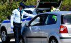 """Αυτοκίνητο και μάσκα: Πότε """"πέφτει"""" πρόστιμο και πότε γίνεται διπλό"""