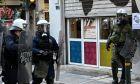 Εισαγγελική έρευνα για τον αστυνομικό που τραυμάτισε κοπέλα κι έσπασε τζαμαρία